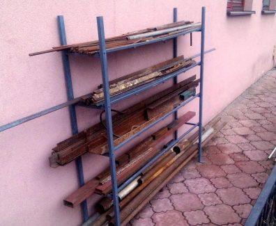 Достоинства металлических стеллажей