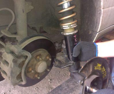 Что приводит к выходу из строя задней балки в машине?